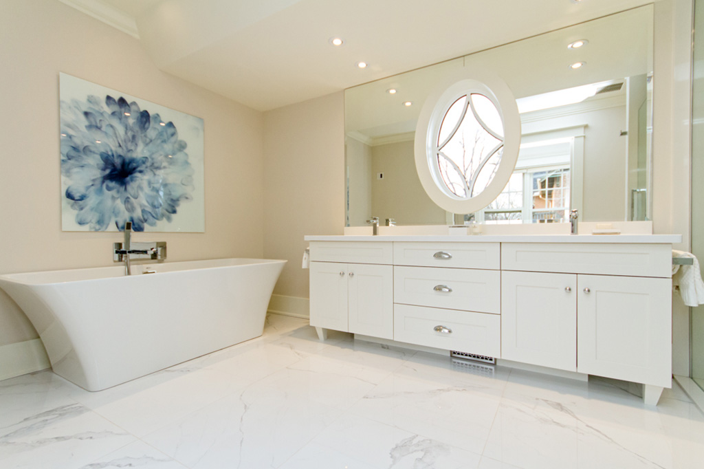 Bathroom with soaker tub in Tudor House suite 1 furnished rental in downtown Burlington