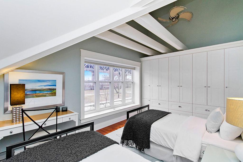 Second bedroom of Burlington Lakeshore home rental.