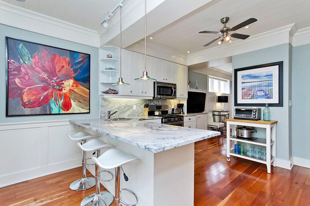 Kitchen island of Burlington Lakeshore home rental.