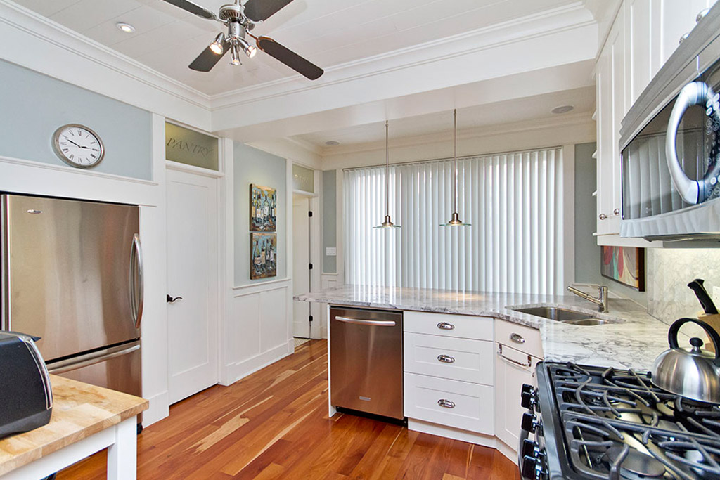 Kitchen of Burlington Lakeshore home rental.