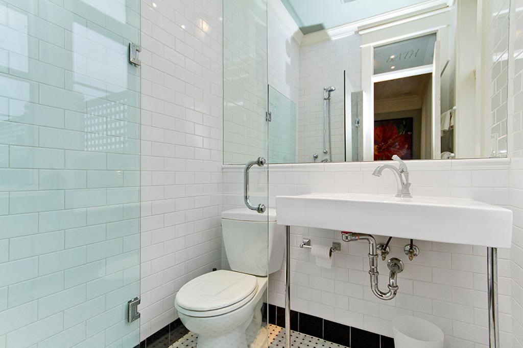 Bathroom of Burlington Lakeshore home rental.